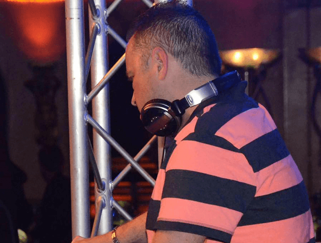 DJ Mark Nauta in de kruisweg in Marum